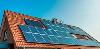 casa-con-impianto-fotovoltaico-sul-tetto